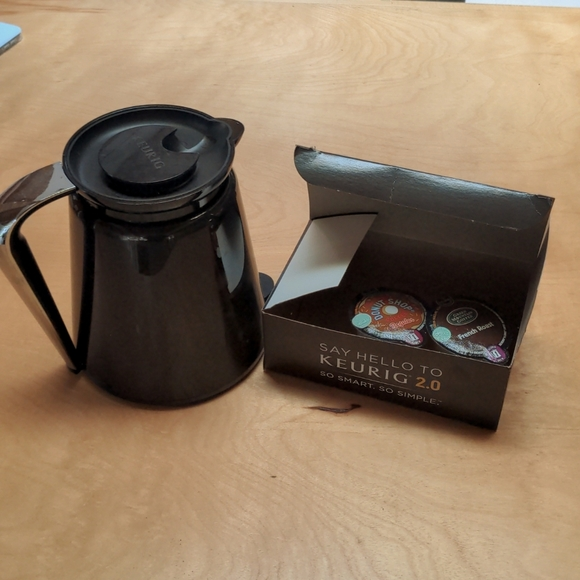 Large carafe for Keurig 2.0. and two coffee pods